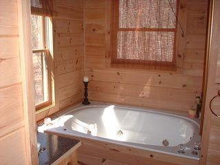 Blue Ridge cabin photo - Jacuzzi Tub in Master Suite
