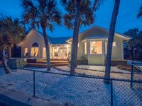 Relaxation 101! Spacious 3/3 Waterfront w/Private Pool Dock & Spa! Pets Welcome!