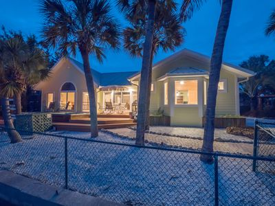 """""""Relaxation 101"""" Spacious 3Br/3bth Waterfront w/Private Pool & Spa Pets Welcome!"""