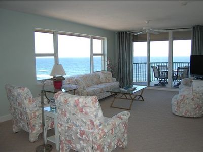 Oceanfront Living Room w/ Big Flat Screen TV