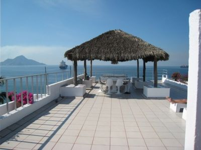 Manzanillo condo rental - The roof top - which offers a panoramic view of Manzanillo Bay