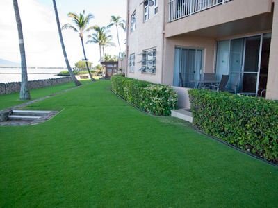 Kihei condo rental - The lanai and lawn area in front.