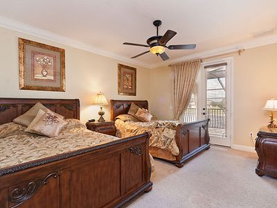 Twin Queen - Master suite - Private Balcony Access