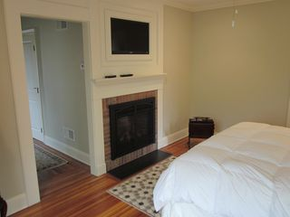 Newport house photo - Master Bedroom with Thermostated Gas Fireplace and HD TV above