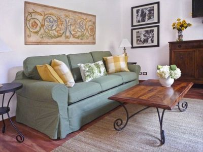Piazza di Spagna apartment rental - Inviting and sunny living room, nicely decorated.