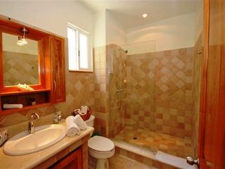 Playa del Carmen condo photo - Full bathroom.