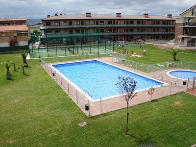 Duplex in La Rioja, with pool, green area, paddle tennis and private playground.