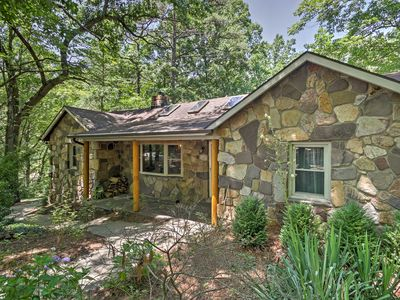 NEW! 'Pine Cliffs' 3BR Hinton Cabin w/ Views!