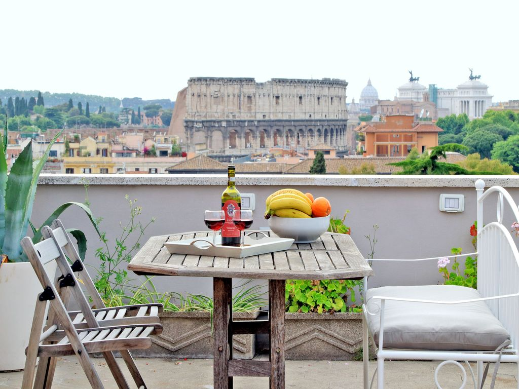 rome apartment rentals colosseum view roof vrbo. Black Bedroom Furniture Sets. Home Design Ideas