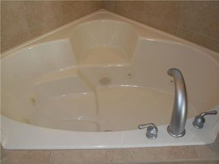 Reunion house photo - Tub and show with his and her sinks in the master ensuite