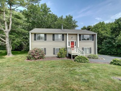 Large Home in Beautiful Bonnet Shores, Narragansett