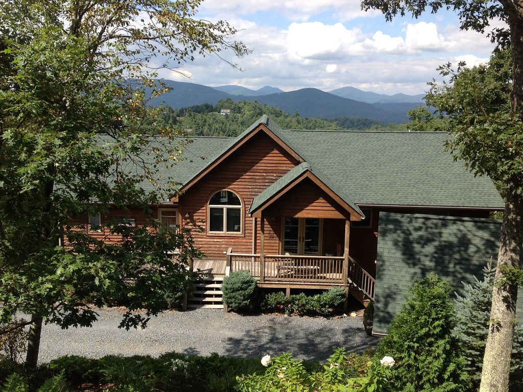 Sleeps 14 6 br blowing rock hot tub pool vrbo for Table rock nc cabins