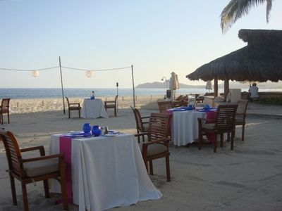 Full Dining on the Beach