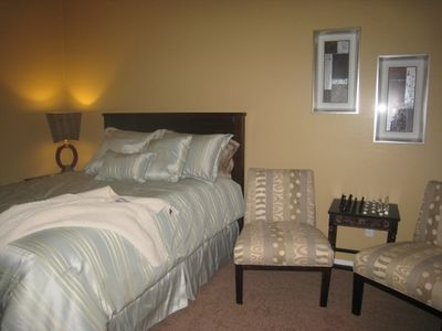 Peoria house rental - Queen bed,playstaion video console,flatscreen chess table