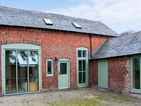 OLD COACH HOUSE, pet friendly, with a garden in Shrawardine, Ref 2984