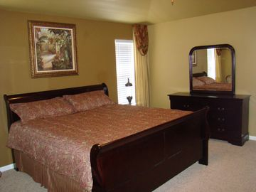 Master Bedroom, King Bed and 32' HD Flatscreen TV