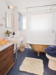 Woodstock studio photo - Herb Cottage: bathroom with a golden claw foot tub with a rain shower