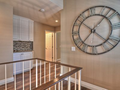 Forget the Time! You're on Vacation!! Wood Floors and Neutral Colors