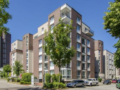 modern apartment in a central location, close to the city and quiet, pool, sauna, fitness, golf