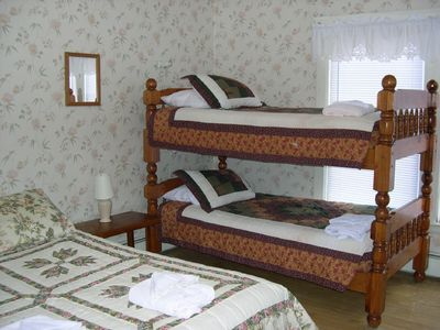 MountainView Bedroom with queen and bunk beds