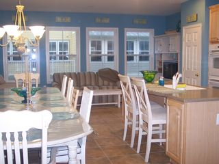 Sunset Island Ocean City townhome photo - Morning Room with Sofa Bed, TV & DVD- Double Oven!