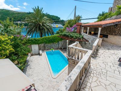 Beautiful villa with swimming pool only 8 km away from the Old town of Dubrovnik