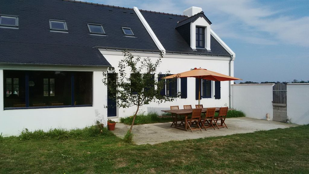 House 200 square meters, close to the sea
