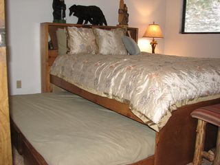 Mammoth Lakes condo photo - Pull out twin trundle
