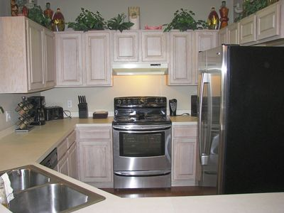 New upgraded stainless steel appliances and hardwood floors!