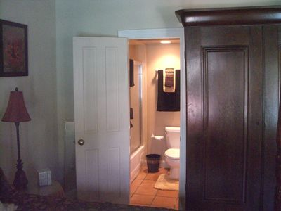 New Orleans apartment rental - Entrance to Bath