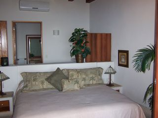 Zihuatanejo condo photo - Studio Bedroom