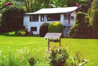 Mercer Island cottage photo - Huge front yard to relax in.