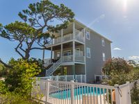 Private HEATED POOL & Pet Friendly! Short walk to beach, Beautiful Interior!