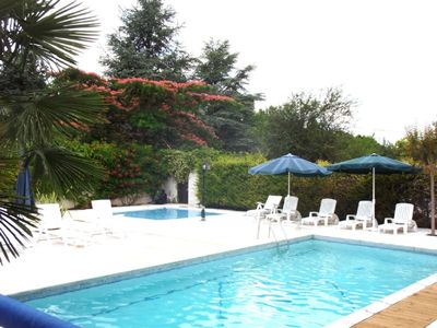 Cussay cottage rental - pool area