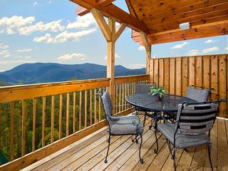 Pigeon Forge cabin photo - lower deck outside dining and view
