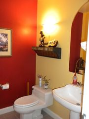 Waikoloa Beach Resort condo photo - 1/2 bath off the entry way