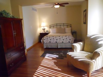 Laurie house rental - Downstairs master queen sleep number bed has private bath