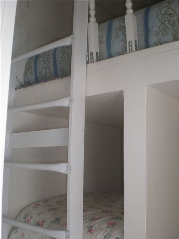Ladder up to Loft ( Queen Mattress)