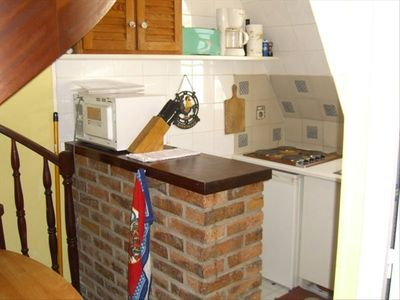 You can do some sumptuous cooking in this little kitchen. Microwave included