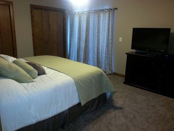 Master bedroom with king bed, private bath with tub/shower, deck with lake view!