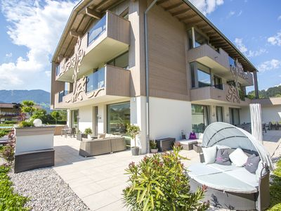 Close to the centre and the ski slopes, it is a contemporary and comfortable. - exlusive floor for up to 25 persons, 7 bedroom, 5 bathroom
