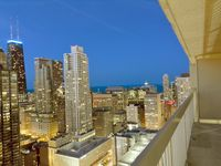 Luxury 2 Bed/ 2 Bath On 45th Floor With Balcony In Magnificent Mile