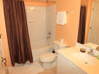 Club Cortile townhome rental - Downstairs Full Bathroom