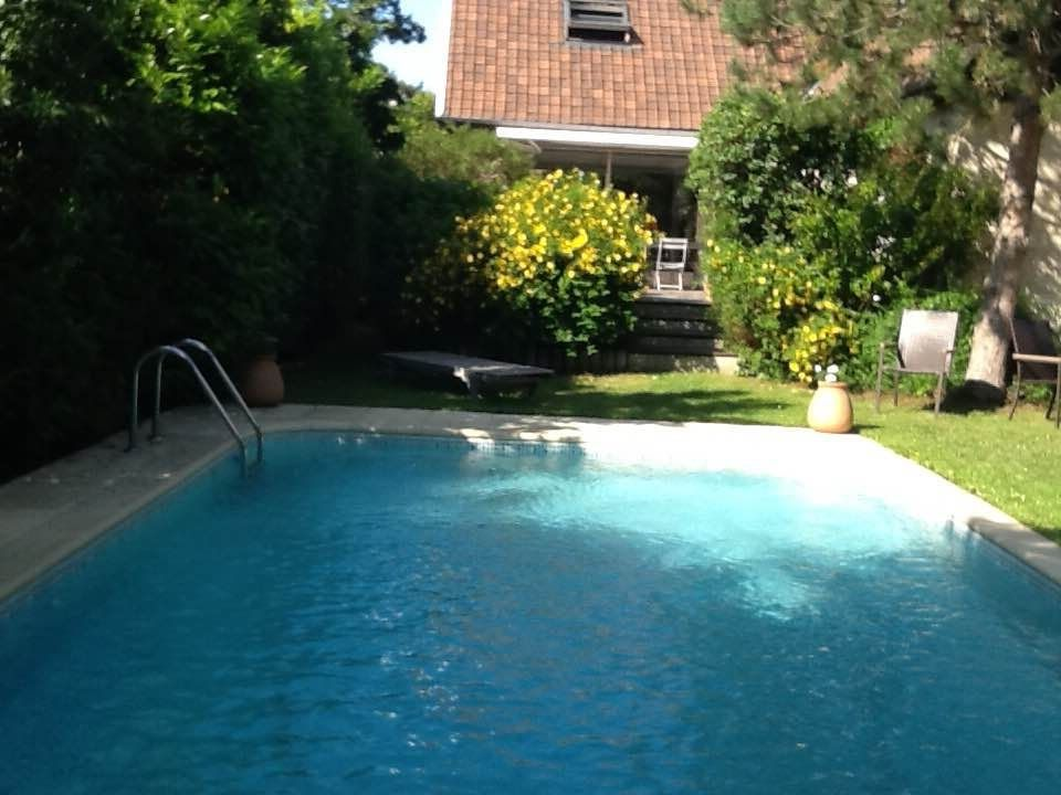 Belle maison avec piscine pr s de paris france ile de for Belle piscine paris
