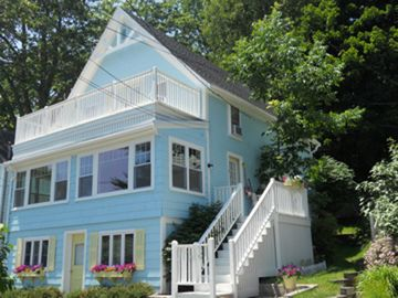 Portland house rental - Front of house faces the ocean!