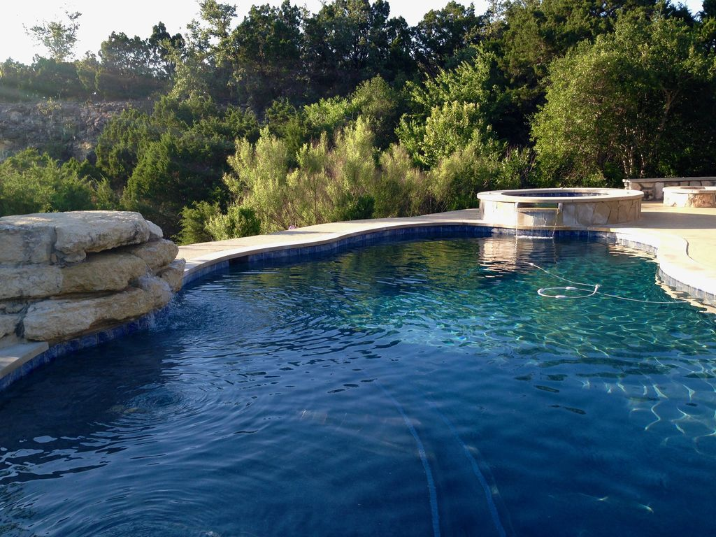 Texas Hideaway Just 15 Minutes From Downtown – pool and privacy!