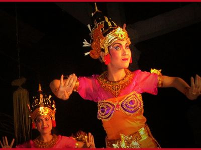 Traditional Bali dancers