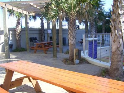Mainsail Resort condo rental - Picnic and Cookout Area