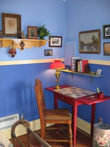 Albuquerque cottage rental - Bedroom writing desk