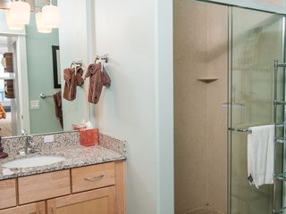 Lincoln City condo photo - Master Bathroom